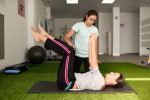 Traitement et mouvements d'un patient en thérapie physique