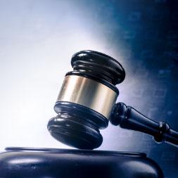 Estudios de Leyes y el sistema judicial