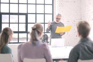 Procedimientos administrativos y apoyo en la Oficina