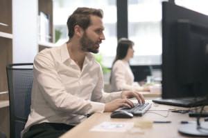 Rechercher le travail informatique à droite