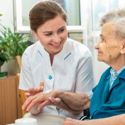 Estudios de Enfermería y Atención de Higiene de pacientes